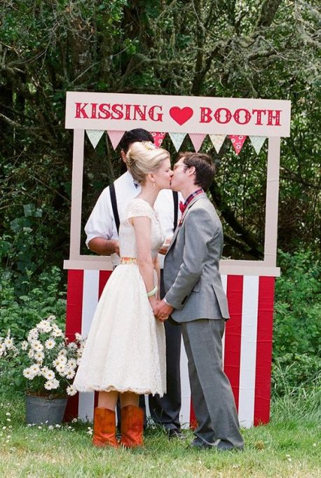 kiss booth